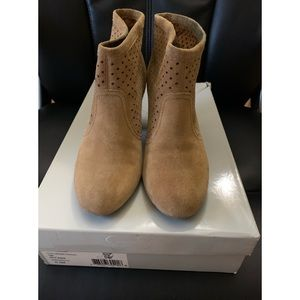Jessica Simpson Tan Suede Perorated boots $15